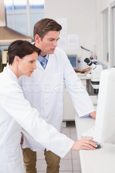 Wetenschappers naar computer laboratorium vrouw medische Stockfoto © wavebreak_media