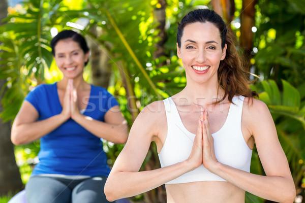 Entspannt Frau Ausbilder Yoga glücklich Stock foto © wavebreak_media