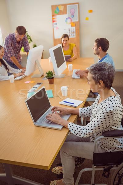 Creatieve toevallig zakenvrouw rolstoel kantoor Stockfoto © wavebreak_media