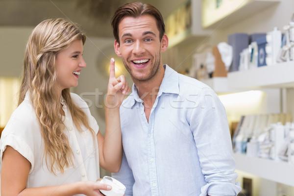 Para testowanie próba kosmetyki centrum człowiek Zdjęcia stock © wavebreak_media