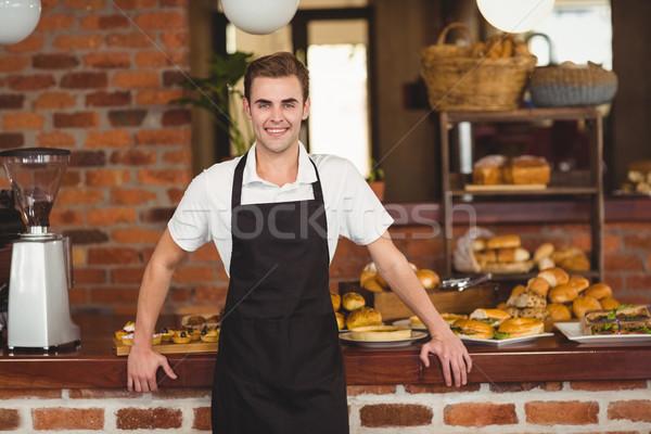 Mosolyog barista áll pult portré kávéház Stock fotó © wavebreak_media