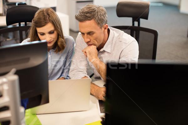 Magasról fotózva kilátás üzlet kollégák együtt dolgozni iroda Stock fotó © wavebreak_media