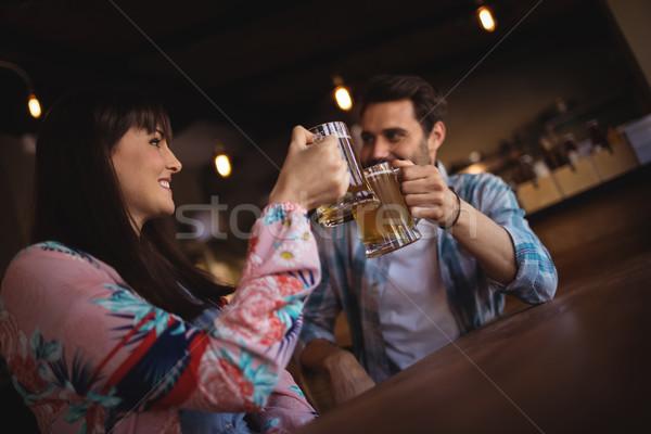 Glücklich Paar Toasten Gläser Bier counter Stock foto © wavebreak_media