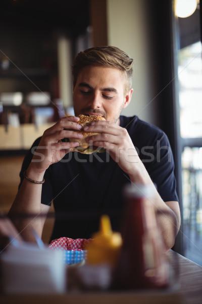 Uomo mangiare burger ristorante business amore Foto d'archivio © wavebreak_media