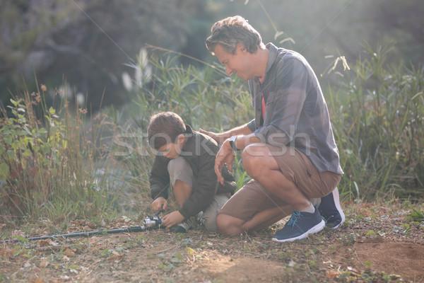 Apa fia horgászbot térdel mező napos idő szeretet Stock fotó © wavebreak_media
