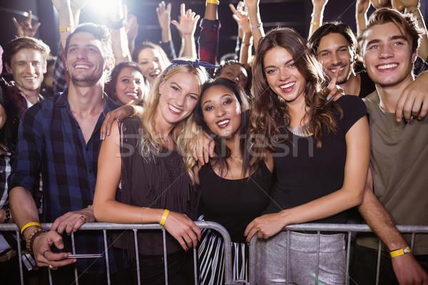 Portret gelukkig vrienden discotheek muziekfestival vrouwelijke Stockfoto © wavebreak_media