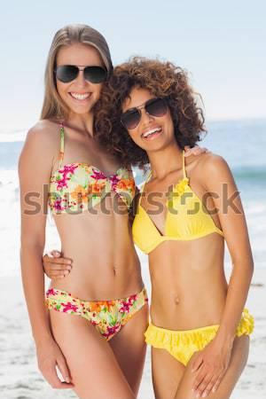 Portre kadın arkadaşlar ayakta plaj Stok fotoğraf © wavebreak_media