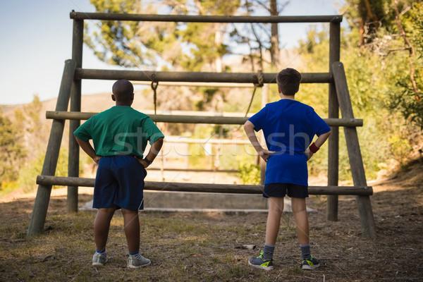 Ninos mirando aire libre Foto stock © wavebreak_media
