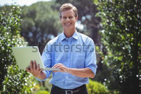Foto stock: Retrato · feliz · digital · comprimido · vinha