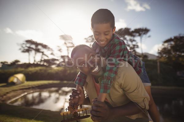 Pai filho piggyback feliz amor grama Foto stock © wavebreak_media