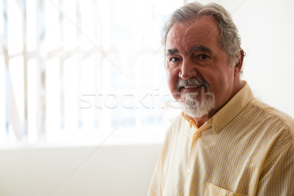 Retrato senior homem relaxante casa de repouso sorridente Foto stock © wavebreak_media