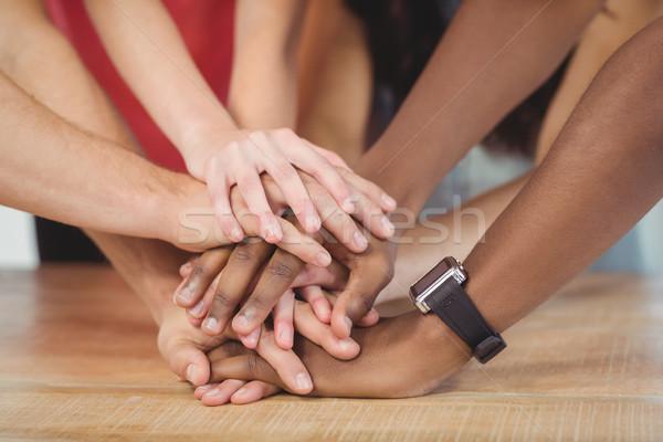 люди рук вместе столе женщину служба Сток-фото © wavebreak_media