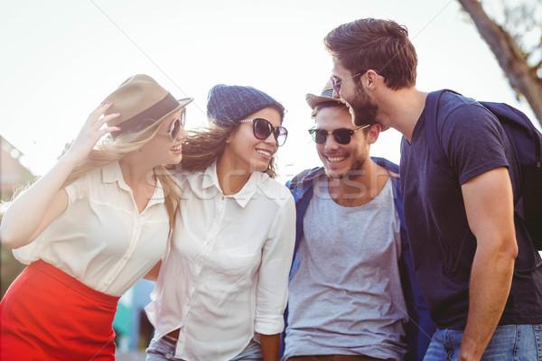 Quadril amigos engraçado conversa ruas mulher Foto stock © wavebreak_media