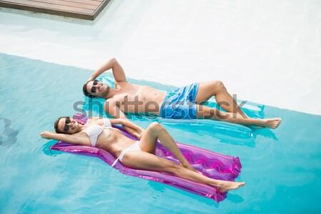 Mujer relajante inflable balsa mujer hermosa piscina Foto stock © wavebreak_media
