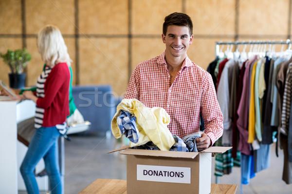 Jonge man kleding schenking vak portret collega Stockfoto © wavebreak_media