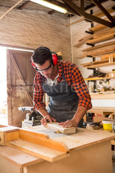 Timmerman werken stoffig workshop gebouw man Stockfoto © wavebreak_media