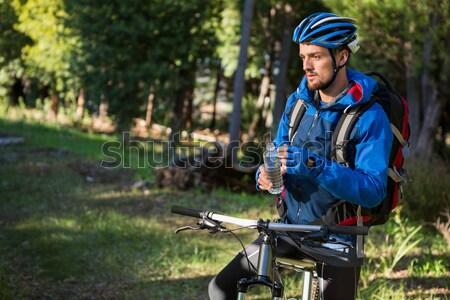 Hegy motoros mobiltelefon erdő internet férfi Stock fotó © wavebreak_media