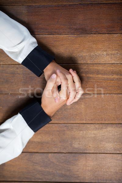Pregando mani donna legno desk business Foto d'archivio © wavebreak_media