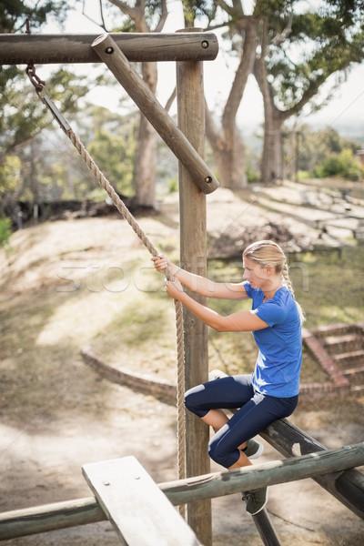 Encajar mujer escalada abajo cuerda Foto stock © wavebreak_media
