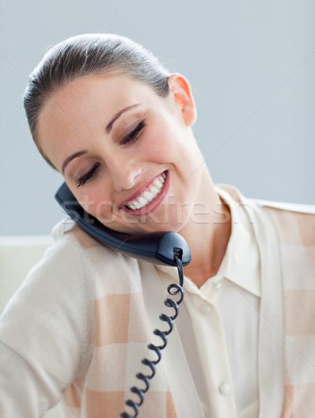 Tolakodó üzletasszony beszél telefon iroda telefon Stock fotó © wavebreak_media