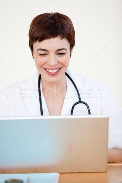 Medico seduta desk ospedale attrattivo giovani Foto d'archivio © wavebreak_media