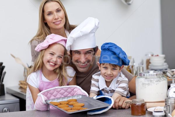 Család sütés kekszek konyha mosolyog nő Stock fotó © wavebreak_media