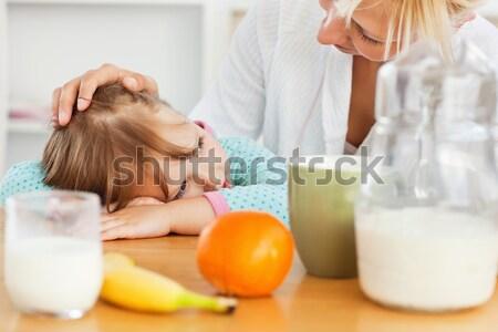 Sarışın anne kız kahvaltı mutfak gülümseme Stok fotoğraf © wavebreak_media