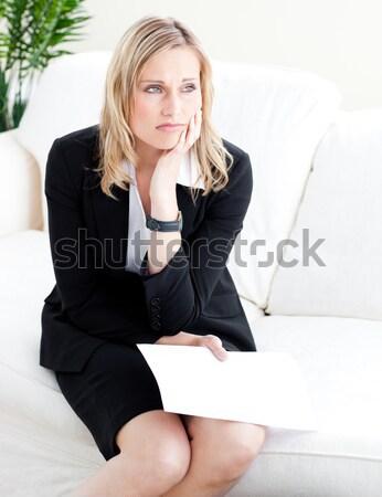 Agacé femme d'affaires papier séance canapé Photo stock © wavebreak_media