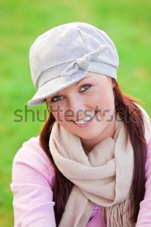 楽しい 若い女性 着用 キャップ スカーフ 話し ストックフォト © wavebreak_media