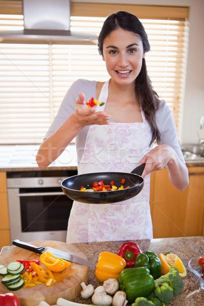 肖像 若い女性 皿 キッチン 家 食品 ストックフォト © wavebreak_media
