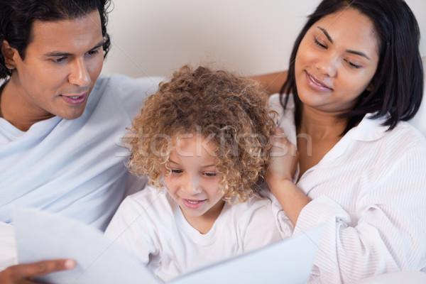 Boldog fiatal család olvas könyv szeretet Stock fotó © wavebreak_media