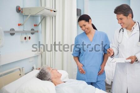 Due infermiera ospedale sangue femminile sorridere Foto d'archivio © wavebreak_media