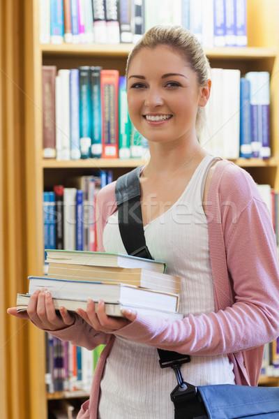 женщина улыбается книгах библиотека книга работу Сток-фото © wavebreak_media