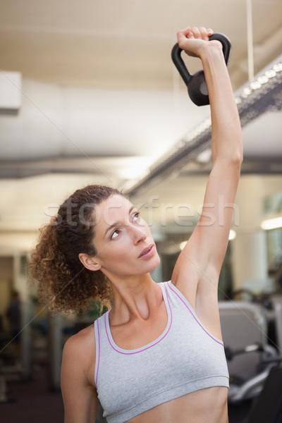 Fitt nő emel felfelé kettlebell tornaterem Stock fotó © wavebreak_media