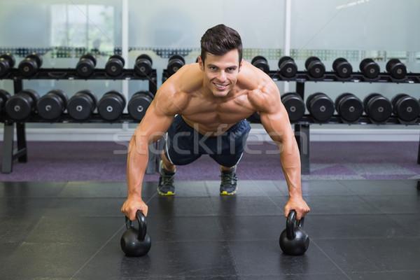 Muscular hombre flexiones gimnasio retrato Foto stock © wavebreak_media