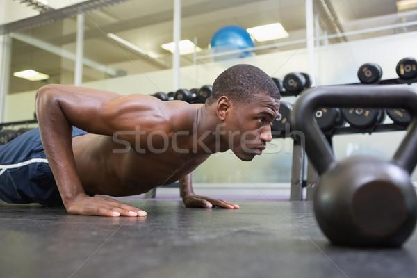 A torso nudo muscolare uomo palestra vista laterale Foto d'archivio © wavebreak_media