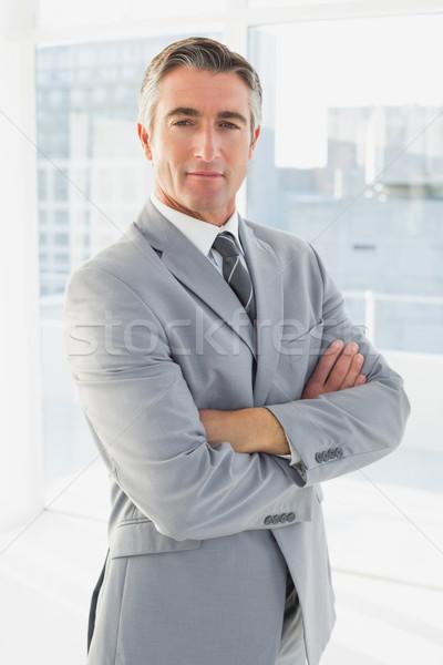 Empresário olhando câmera brasão dobrado negócio Foto stock © wavebreak_media