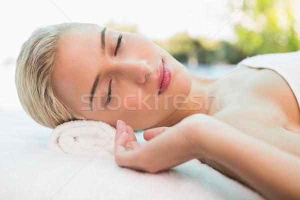 G zel bir kad n masaj tablo spa yandan for The rose massage and beauty salon table view