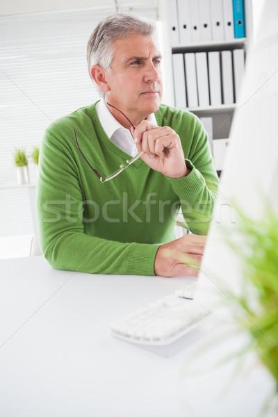 カジュアル ビジネスマン 見える コンピュータの画面 オフィス ビジネス ストックフォト © wavebreak_media