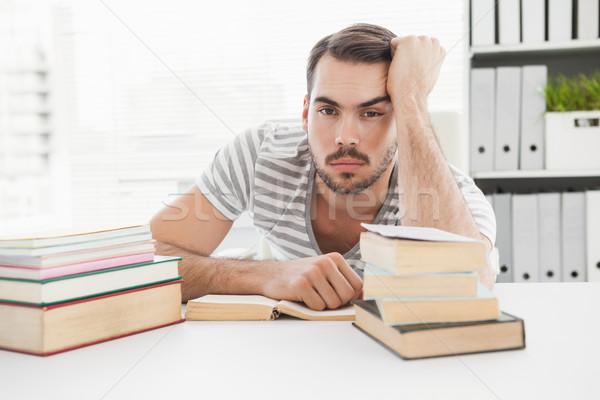 Aburrido casual empresario estudiar escritorio oficina Foto stock © wavebreak_media