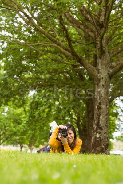 Feminino fotógrafo parque retrato grama tecnologia Foto stock © wavebreak_media