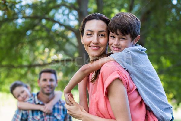 счастливая семья парка вместе женщину девушки Сток-фото © wavebreak_media