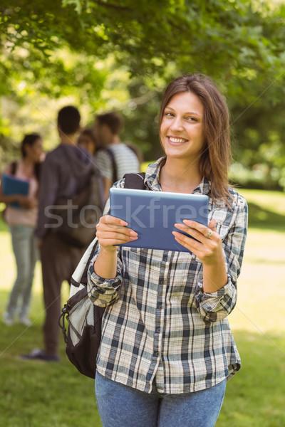 Mosolyog diák váll táska táblagép park Stock fotó © wavebreak_media