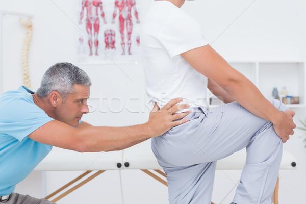 Orvos megvizsgál beteg hát orvosi iroda Stock fotó © wavebreak_media