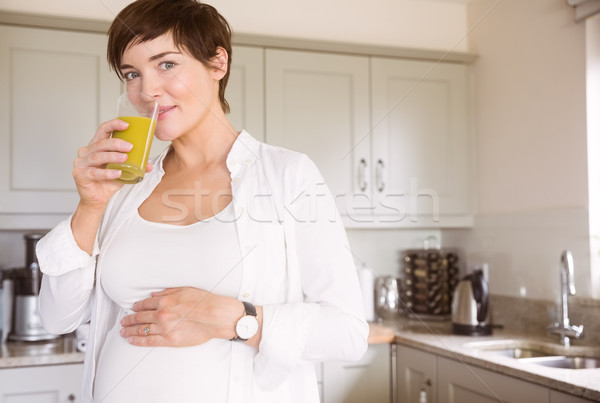 Zwangere vrouw sinaasappelsap home keuken gelukkig Stockfoto © wavebreak_media