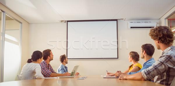 Attentif équipe commerciale présentation bureau ordinateur homme Photo stock © wavebreak_media
