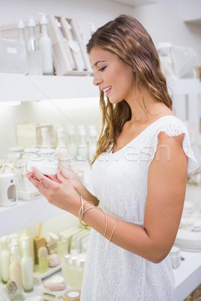 Mosolygó nő tesztelés hidratáló szépségszalon vásárlás női Stock fotó © wavebreak_media