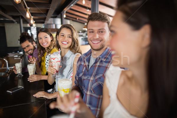 Csoport barátok italok étterem derűs mosoly Stock fotó © wavebreak_media