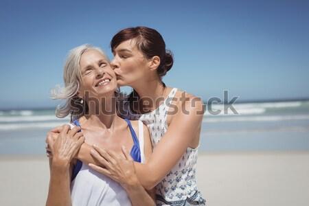 Ritratto sorridere uomo fidanzata spiaggia giovane Foto d'archivio © wavebreak_media