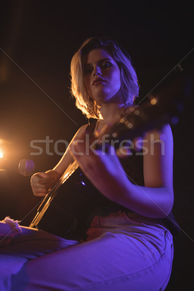 Retrato feminino guitarrista música concerto Foto stock © wavebreak_media